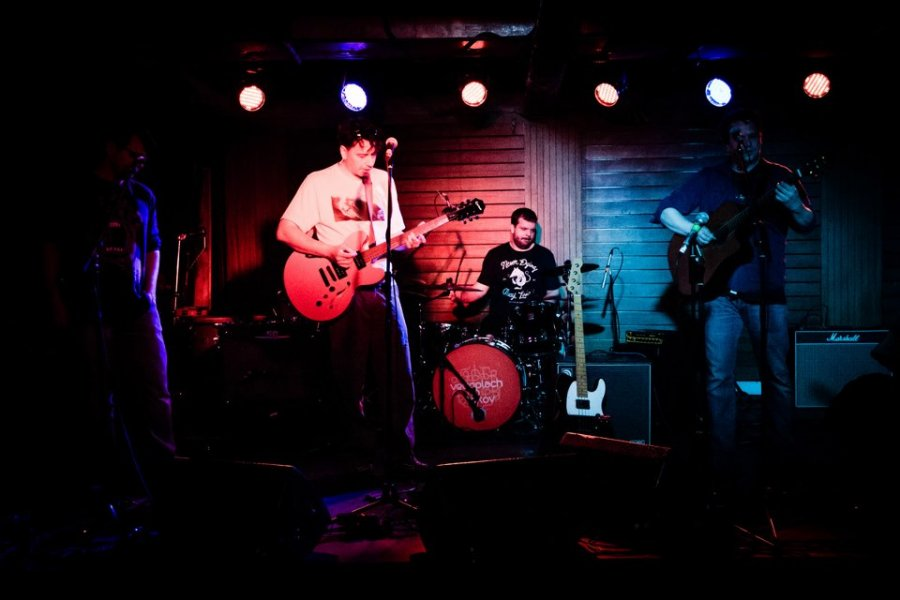 Saténové Ruky streamuju singel s názvom Fúzy