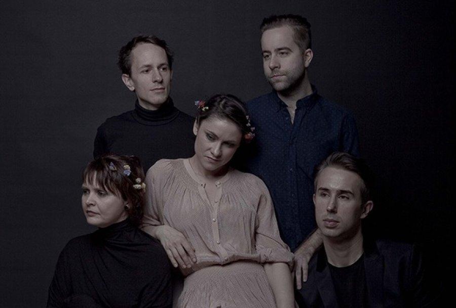 Lenka Dusilová a Baromantika vydajú v októbri prvý živý album