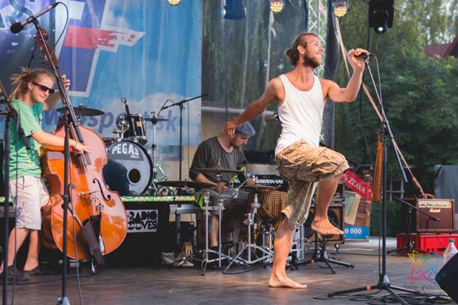 Kapela N3O Akustika zahájila špeciálne Street tour