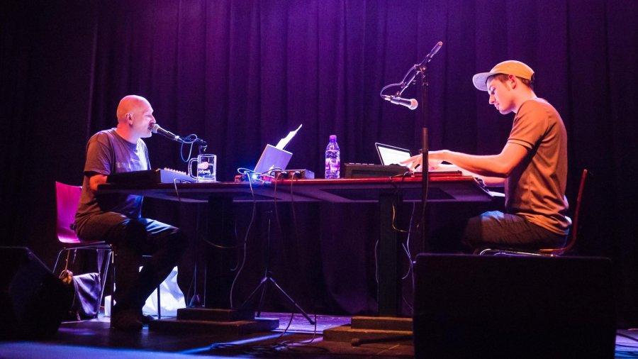 Spojenie dvoch hudobných osobností- Burgr a Pjoni vydávajú debutový album