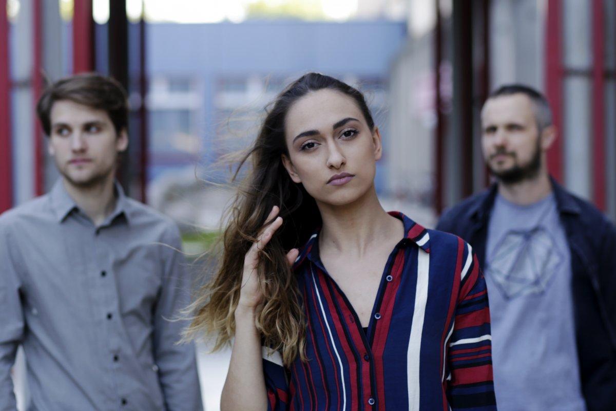 Bratislavská skupina PRIE100R vydáva multi-žánrový debutový album