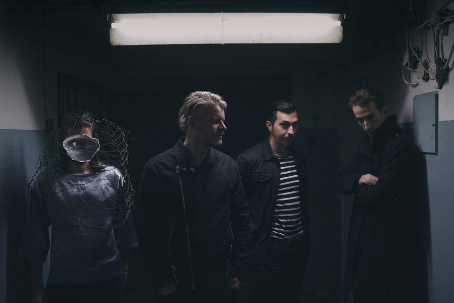 Fúzy Múzy majú nový temný videoklip kremixu skladby Brána