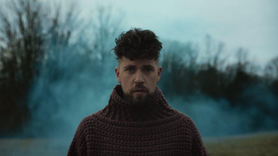 Spevák Samuel Hošek predstavuje nový singel HOME