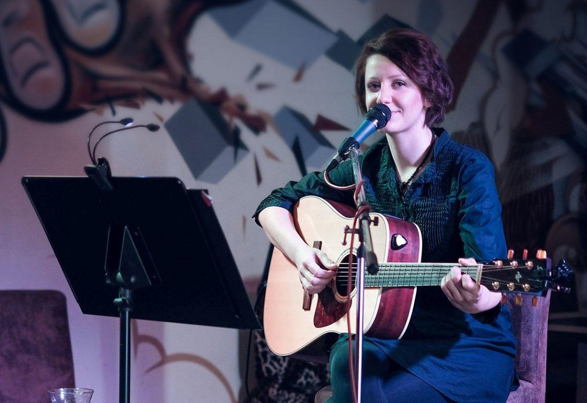 Viki Olejárová predstaví autorské piesne v rámci festivalu Slovenská Krčma