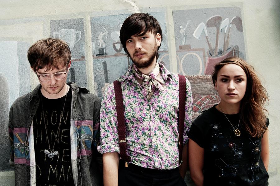 Britské trio Esben and the Witch pripravuje druhý štúdiový album