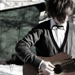 Mladý Slovák so pseudonymom Adalbert vydáva singel Ghost