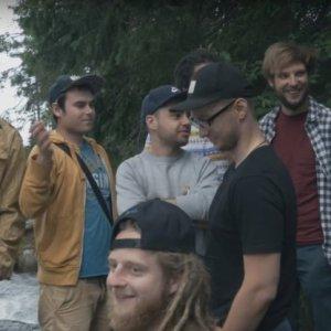 Akustika pripomína videoklipom Better Day, aké mali skvelé leto