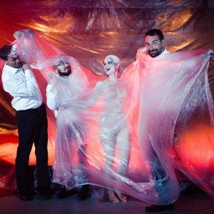 Korben Dallas predstavujú klip Vietor s burleskovou tanečnicou Lotta Love