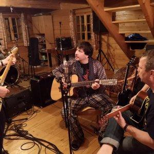 Saténové ruky vydávajú po štyroch rokoch  nový album Lom