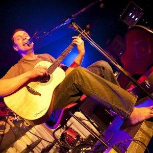 """""""Som abstinent a s alkoholom a drogami nemám žiadne skúsenosti,"""" hovorí spevák Xavier Baumaxa"""