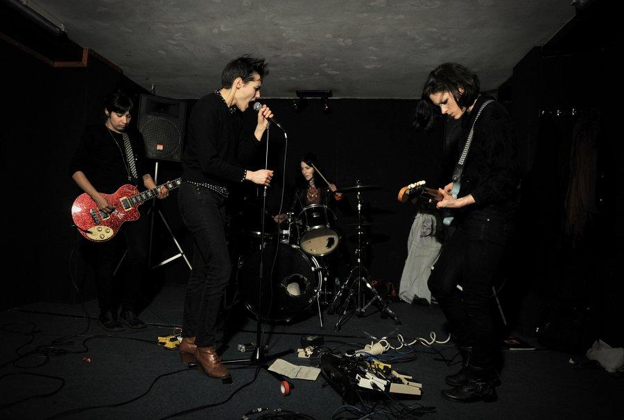 Nová hudba: noir-punkový Savages chystajú debutový album