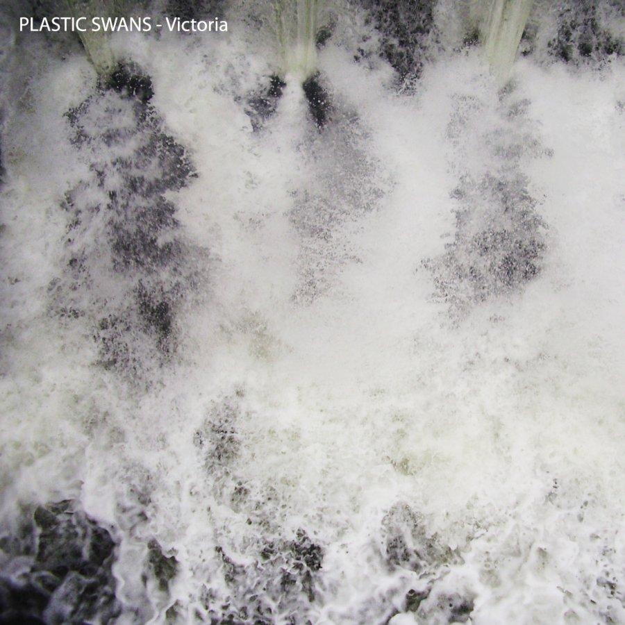 Plastic Swans ponúkajú zadarmo na stiahnutie novú skladbu