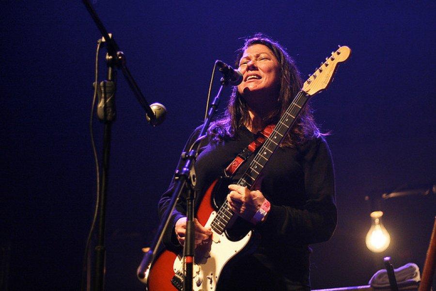 Kim Deal opúšťa legendárnu kapelu Pixies