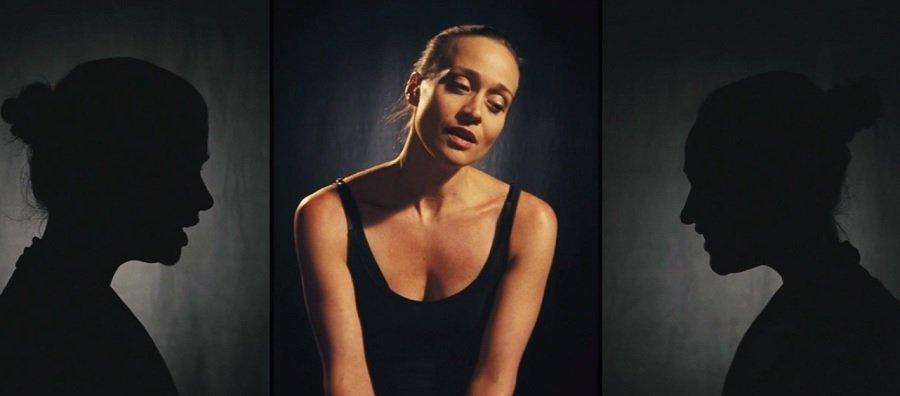 Fiona Apple má jednoduchý, ale pôvabný videoklip