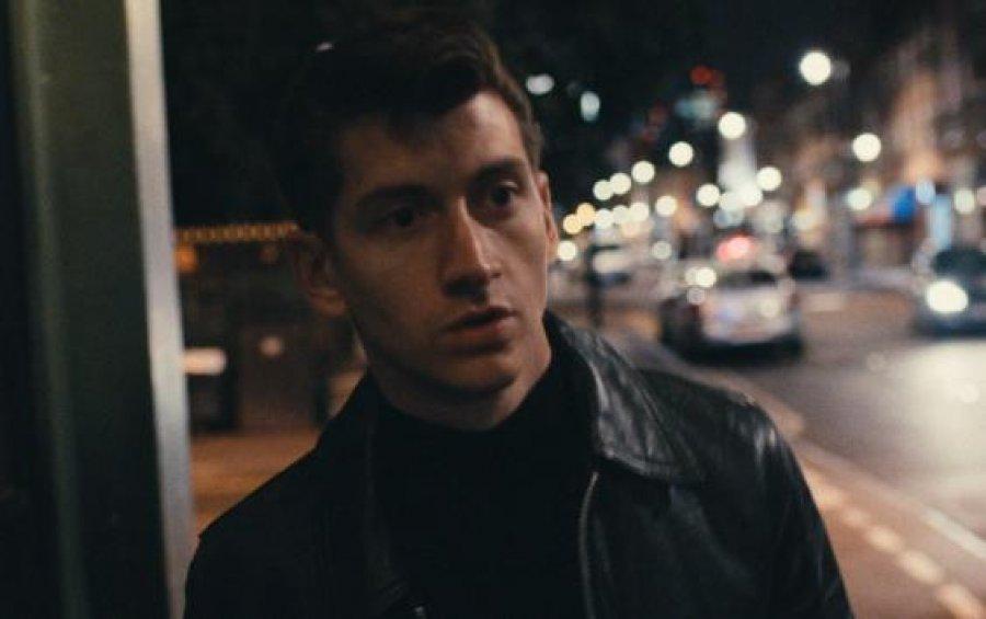 Arctic Monkeys v novom klipe pod obraz boží