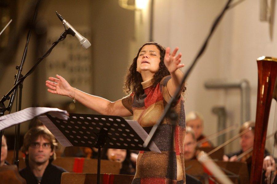 Speváčka Iva Bittová bude spievať v kostoloch!
