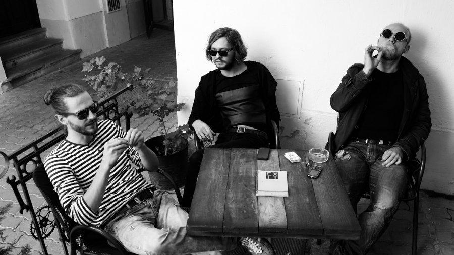 Trio Talent Transport vo svojej tvorbe mieša jazz, art rock, pop, ale ajsúčasnu vážnu hudbu