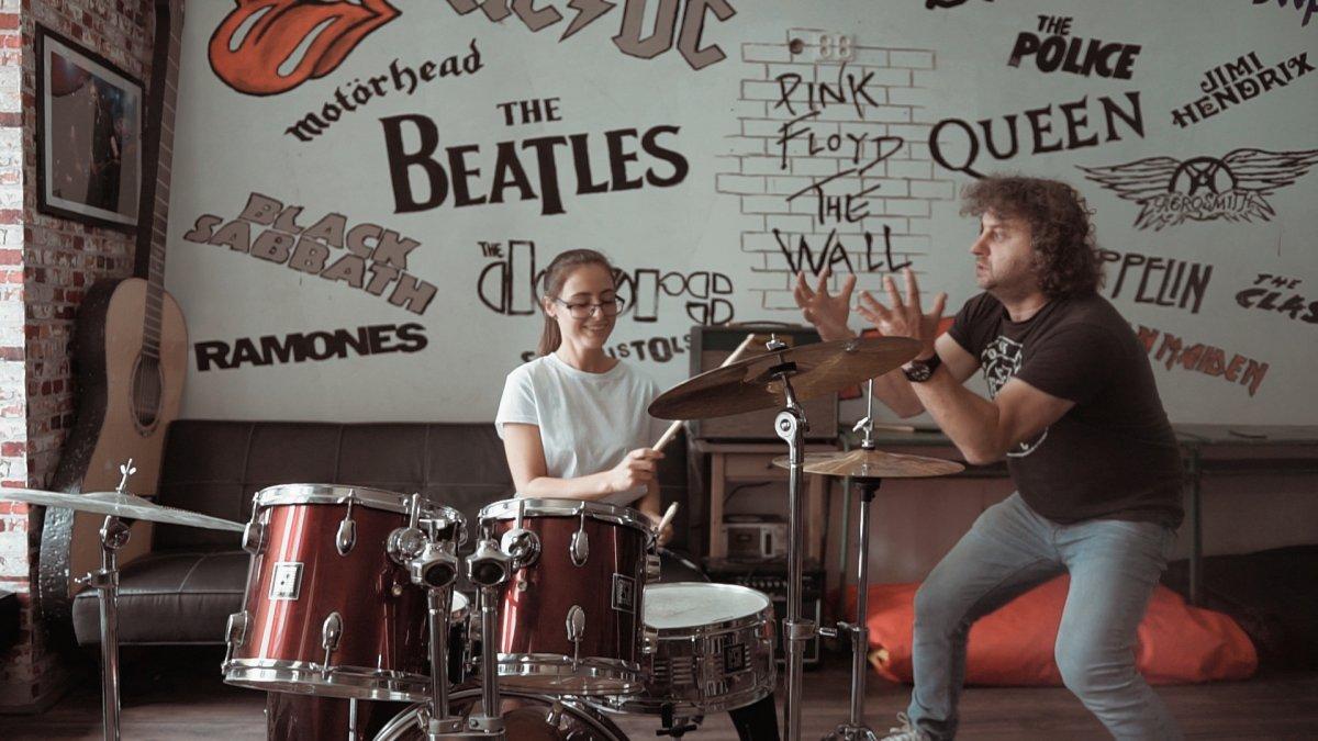 Kapela Dora predstavuje nového speváka v prvej ochutnávke z chystaného albumu