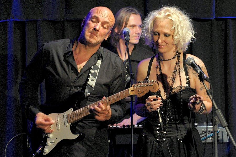 Slovenský gitarový mág Henry Tóth sa nevie dočkať bratislavského koncertu Joea Satrianiho