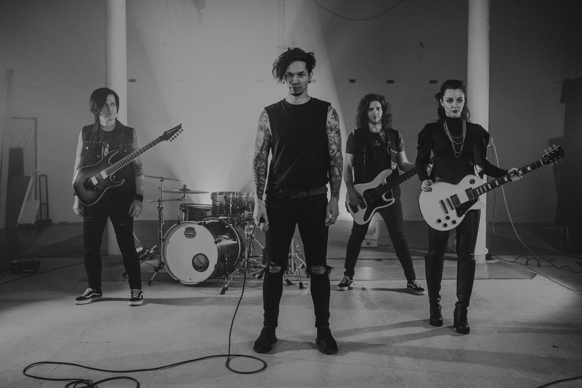 Fictive Marry predstavujú nový klip kskladbe Labyrinty bláznov. Venujú ju zosnulej fanúšičke