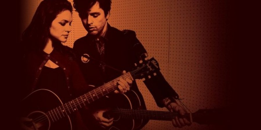 Billie Joe Armstrong z Green Day a Norah Jones nahrali country album