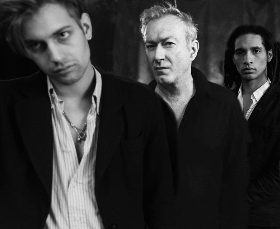 Speváčka z The Kills v novom klipe s kapelou Gang of Four
