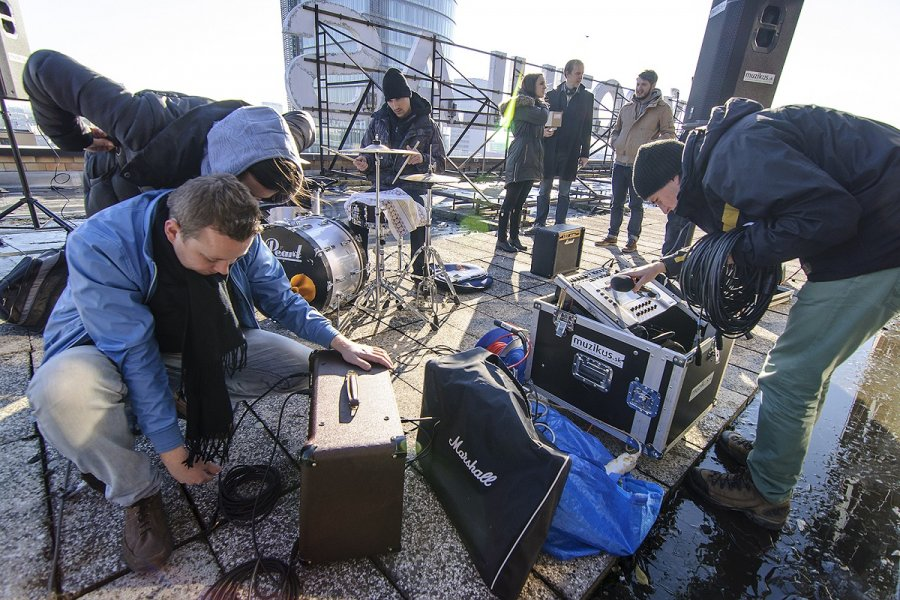 Martina Javor Band zahrala exkluzívne na streche Slovenského rozhlasu!
