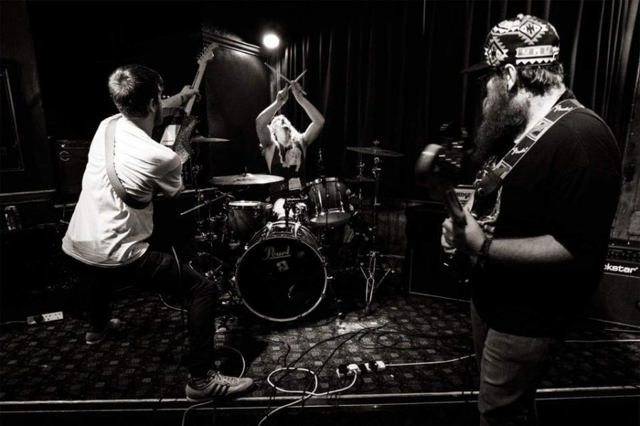 Britské kapely Chiyoda Ku a Memory of Elephant odštartujú sériu zaujímavých koncertov
