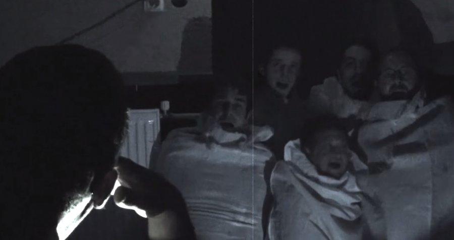 Punkovo-recesicitská kapela Oplan ukazuje v novom klipe holý pupok