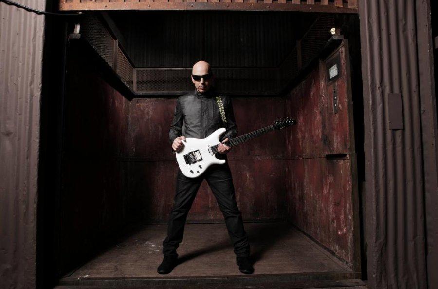 Legendárny gitarista Joe Satriani príde na Slovensko predstaviť svoj nový album