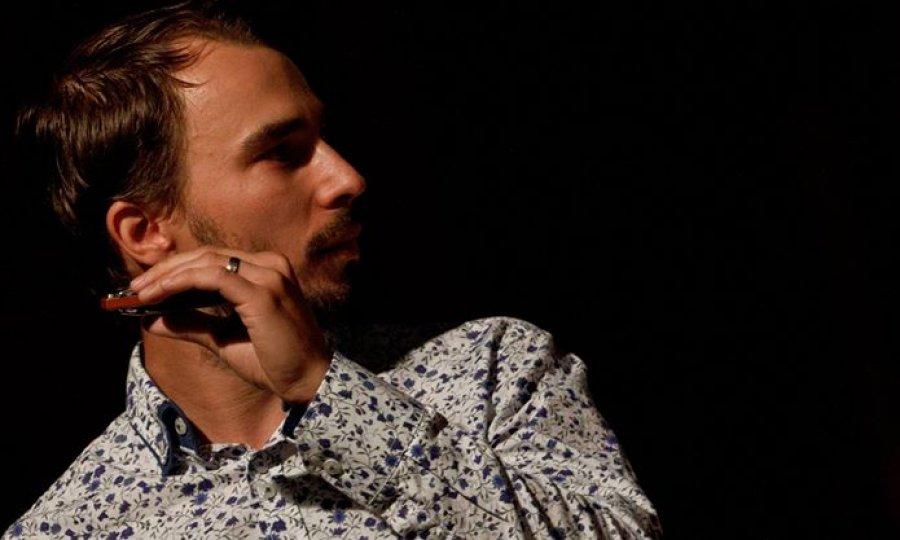 Harmonikár Juraj Schweigert vydáva debut Novelty Shop