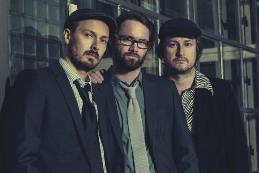 """Pražská indie - popová trojica """"Sklenik"""" vydáva svoje druhé album nazvaný """"Champagne Cork Pop"""""""