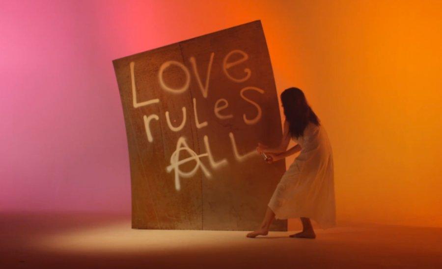 """Thurston Moore zverejnil na Deň svätého Valentína videoklip k love-songu """"Heavenmetal"""""""