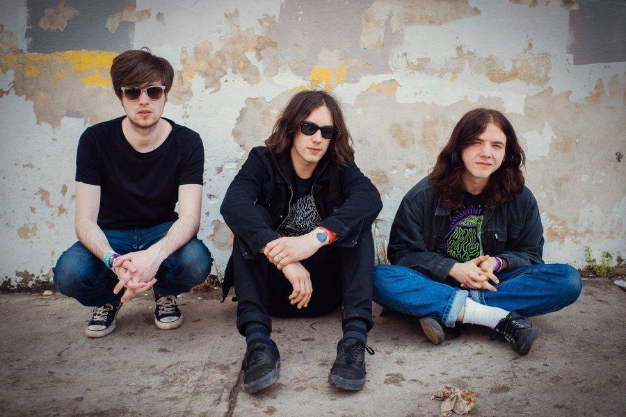Britské trio The Wytches má nový klip a vydáva debutový album